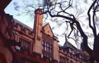 乐卓博大学留学硕士一年学费加生活费多少?
