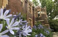 澳大利亚纽卡斯尔大学留学研究生需要什么条件?每年费用需要多少?