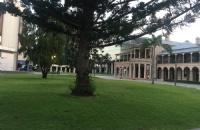 昆士兰科技大学本科毕业难度是否有网上所说的那么难?