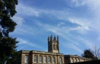 在牛津大学读书一年究竟要花多少钱?