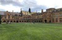 去中央昆士兰大学读研一年的费用大概是多少?