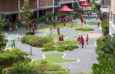 在新加坡接受英式教育,刘同学选择 ― 德威!