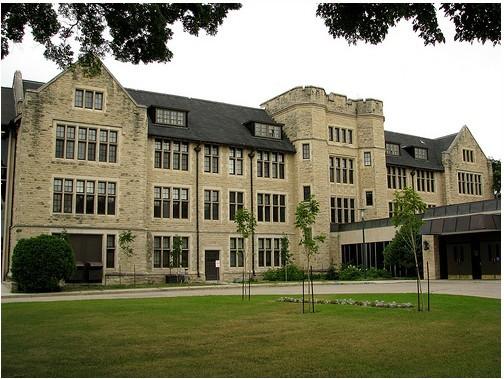 门诺莱特大学