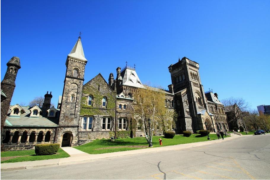 李同学学习成绩名列前茅突出自身优势成功拿到多伦多大学的offer