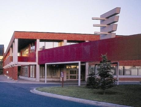 堪布莱恩学院
