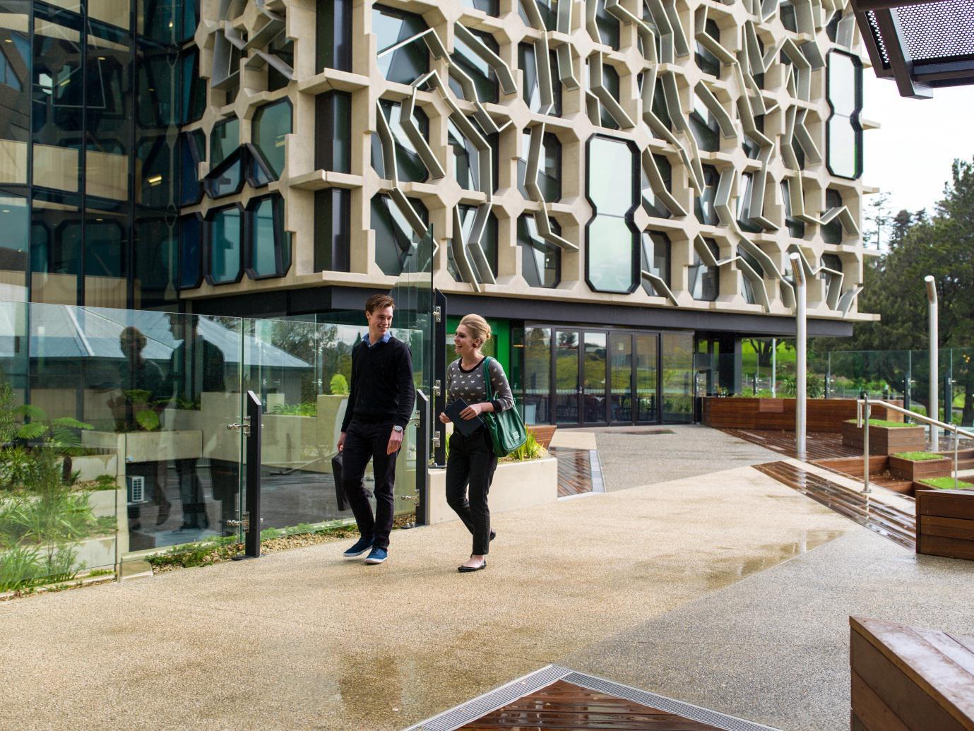 南澳吸引移民魅力不足?转变教育技术是关键