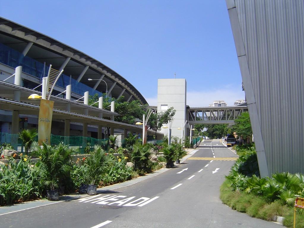 新加坡学生放弃初级学院转读理工学院的原因是?