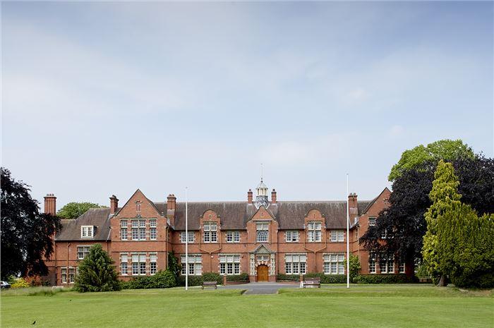哈珀亚当斯大学优异留学条件英国第一,世界领先水准!