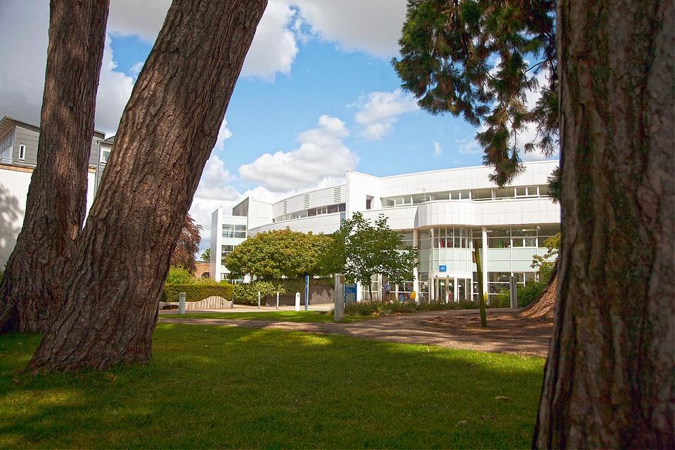格罗斯特郡大学