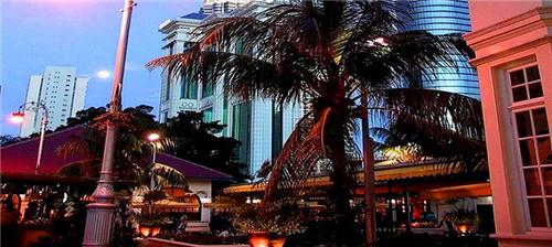 """马来亚大学""""史上最强""""校园指南"""
