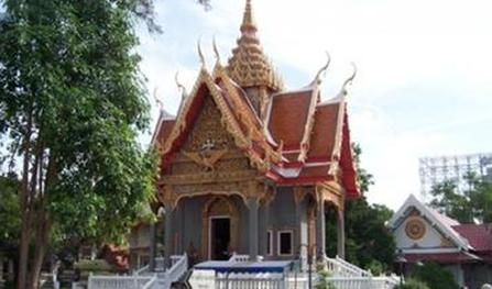 泰国碧差汶皇家大学留学贵吗。