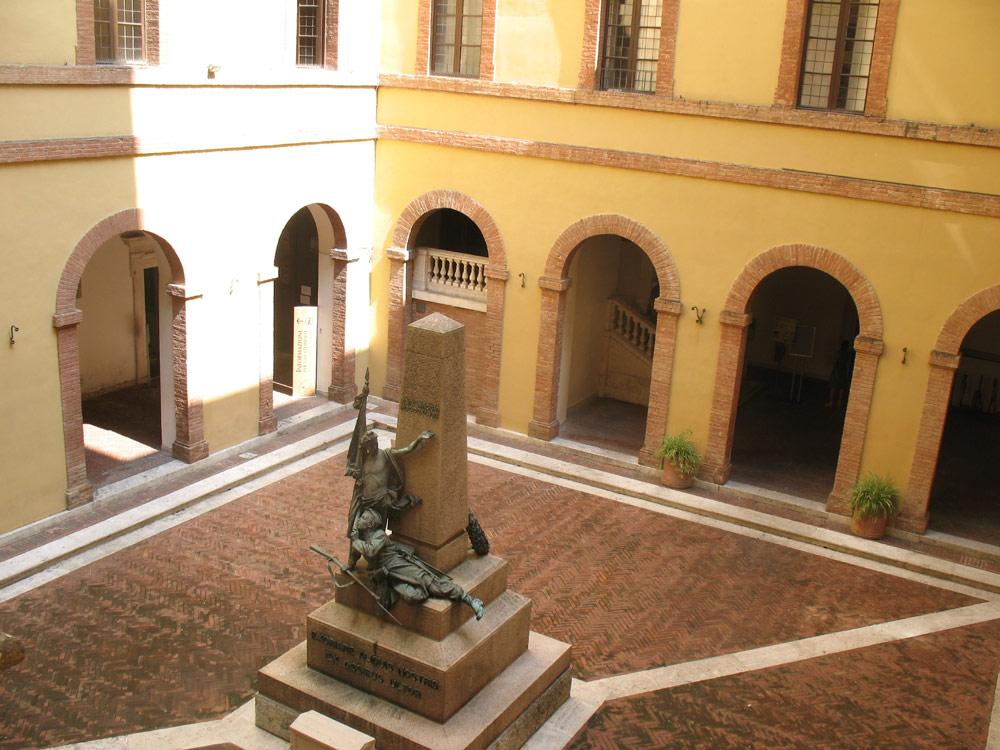 锡耶纳大学是世界上历史最悠久的大学之一