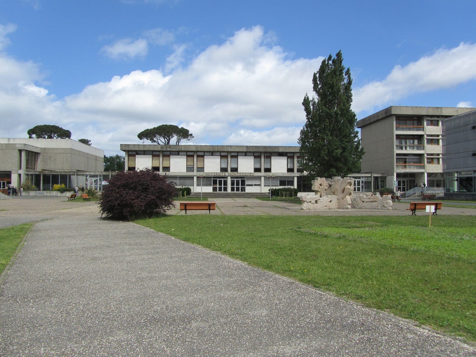 怎么去读法国的高中?需要具备哪些条件?