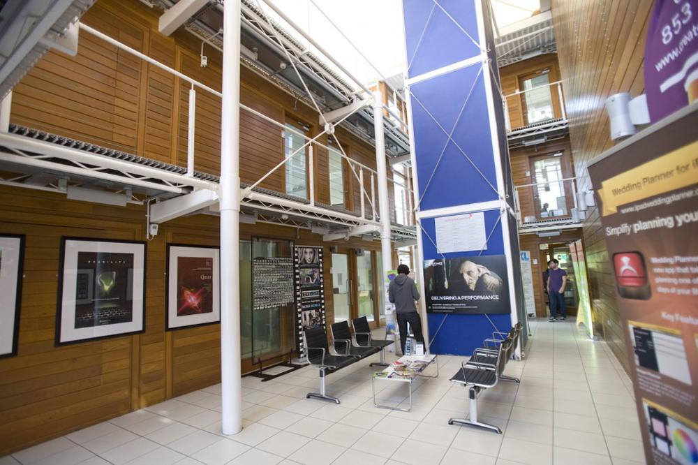 美术综合性高等院校|英国伯恩茅斯艺术大学
