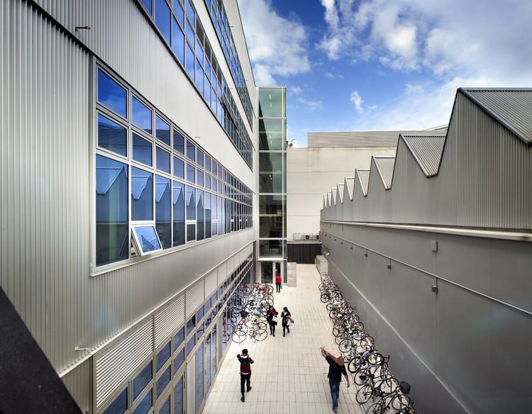 英国艺术院校本科留学费用多少?