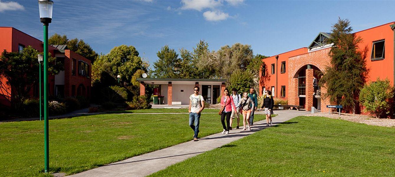 新西兰林肯大学留学UTP需要多少费用