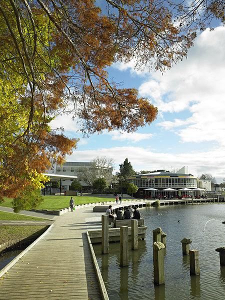 新西兰大学高考分留学费用