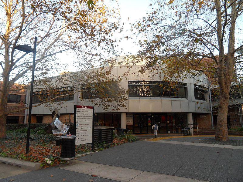 澳大利亚硕士信息技术和网络安全,留学信息安全专业是计算机、通信、数学、物理等领域的交叉学科,主要研究确保信息安全的科学和技术,专业课程涵盖了信息安全领域的主要知识点,着重培养能够从事计算机、通信、电子信息、电子商务、电子政务、电子金融、军事等领域的信息安全职位的高级专门人才。随着信息技术的不断发展,信息安全问题也日显突出。如何确保信息系统的安全已成为全社会关注的问题。国际上对于信息安全的研究起步较早,投入力度大,已取得了许多成果,并得以推广应用。