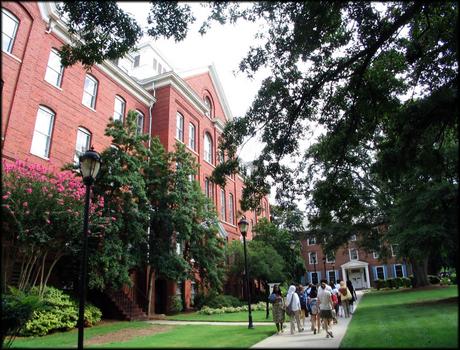 四年制的文科女性学院―斯贝尔曼学院