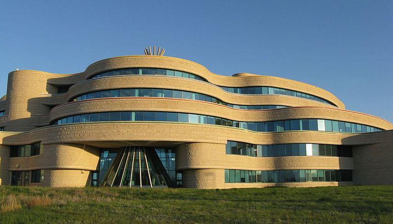 加拿大民族大学