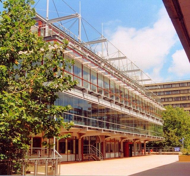为什么这所学院会成为英国顶尖商学院的王者?读完你就会明白!