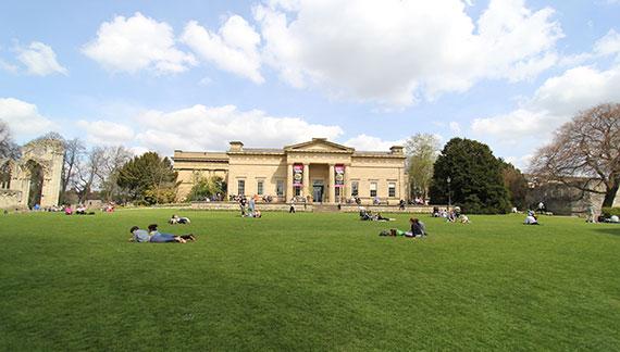 英国留学陪读政策:家长们如何才能和孩子一起去英国留学生活?