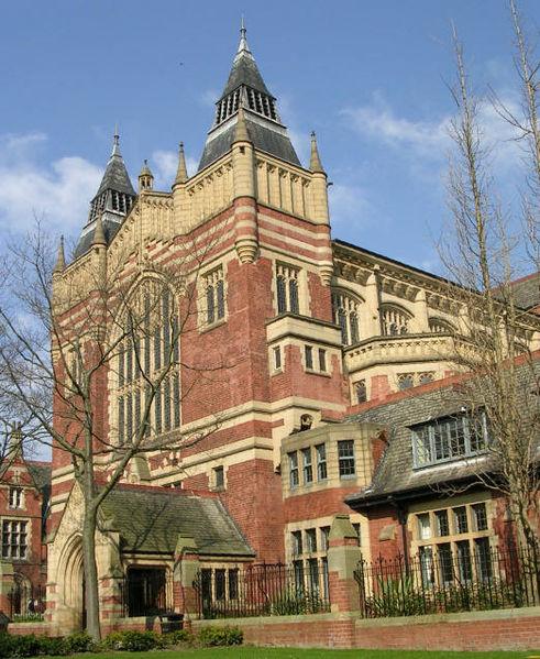 利兹大学是英国顶尖综合性大学,在教学、科研与就业等方面享有崇高的国际声誉,多次排名英国前十名。