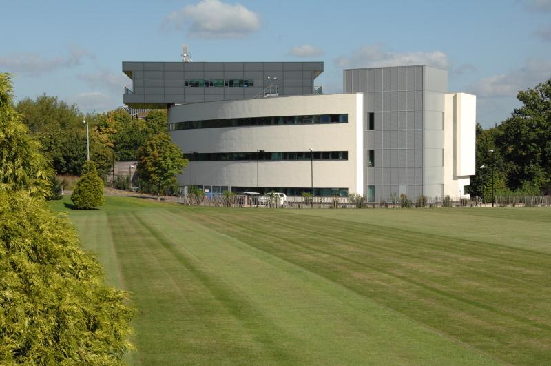 萨里大学学校地理位置介绍