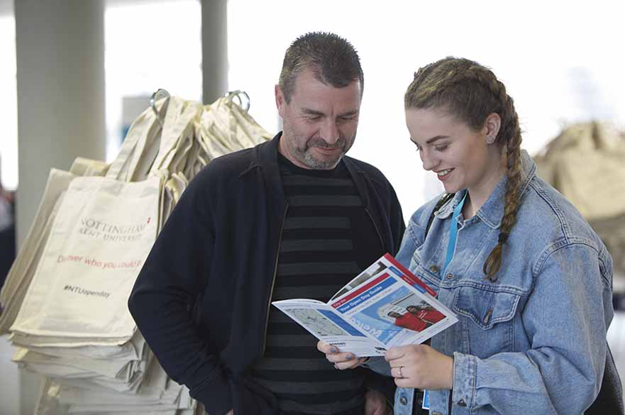 跳过高考留学英国,你到底有几条路径留学读本呢?