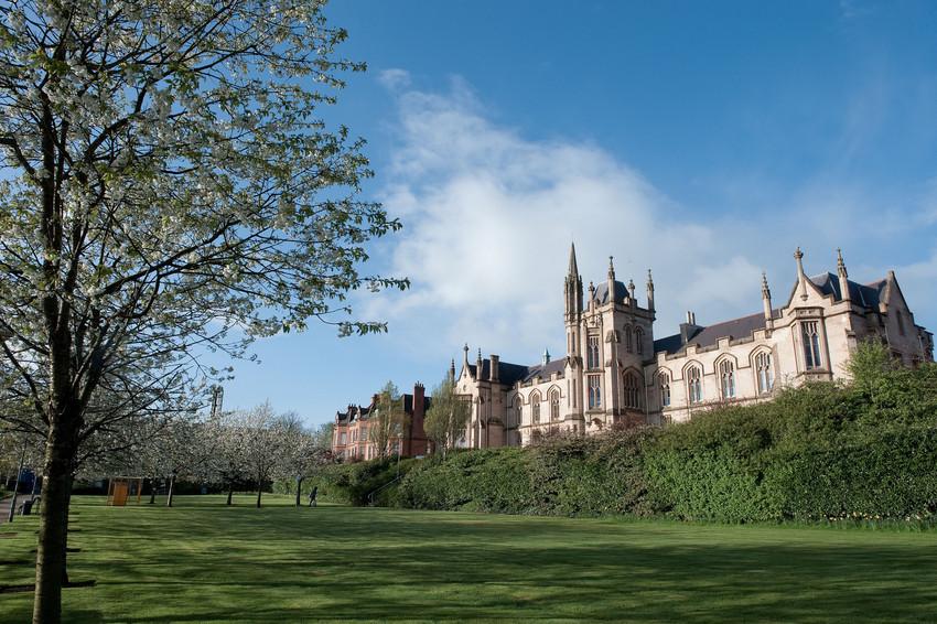来阿尔斯特大学享受北爱尔兰风光