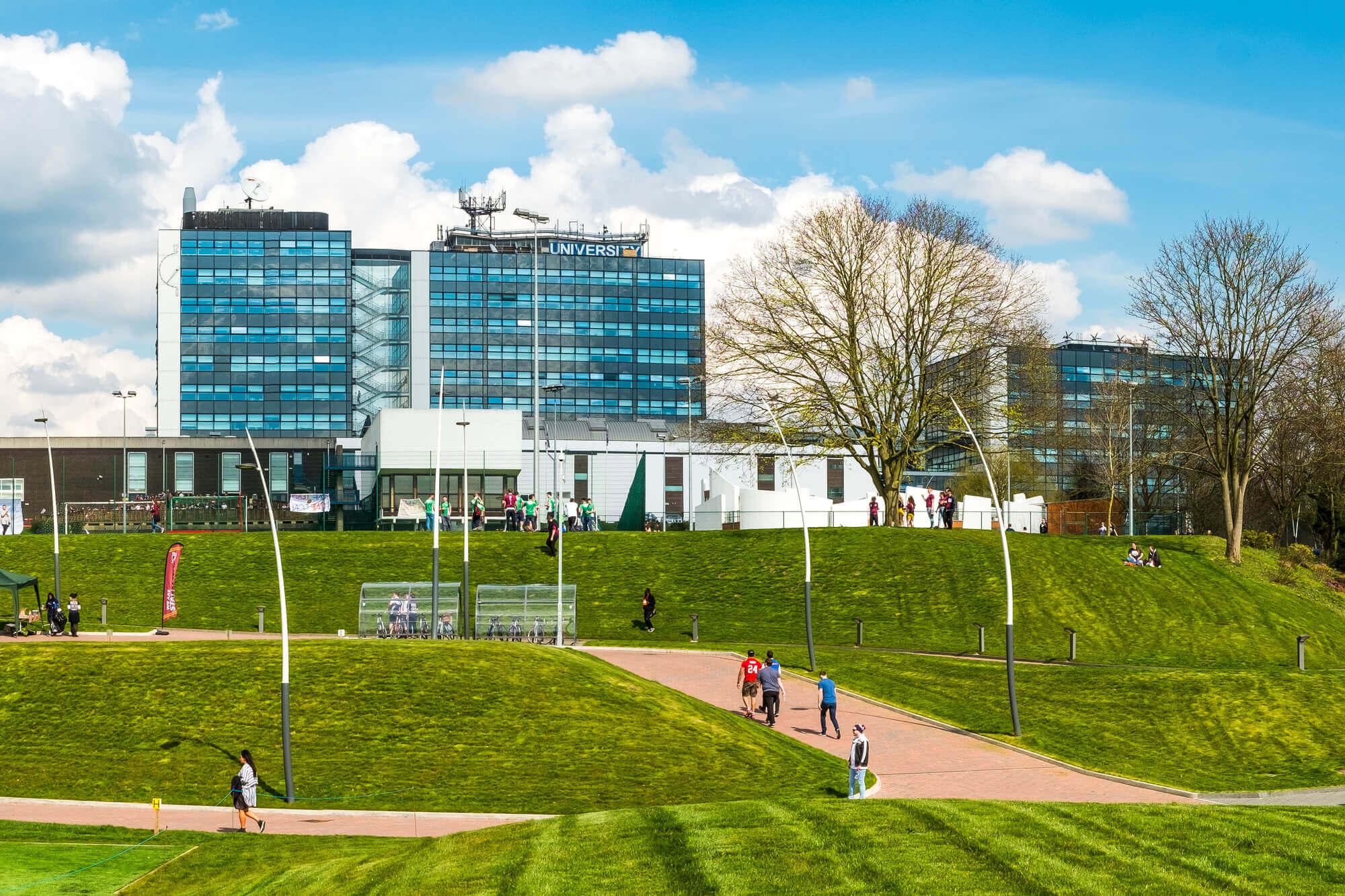 完善的设施设备和丰富的文化活动,确定不来德比大学吗?