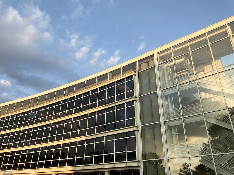 伊利诺伊大学厄巴纳香槟分校商学院什么水平?