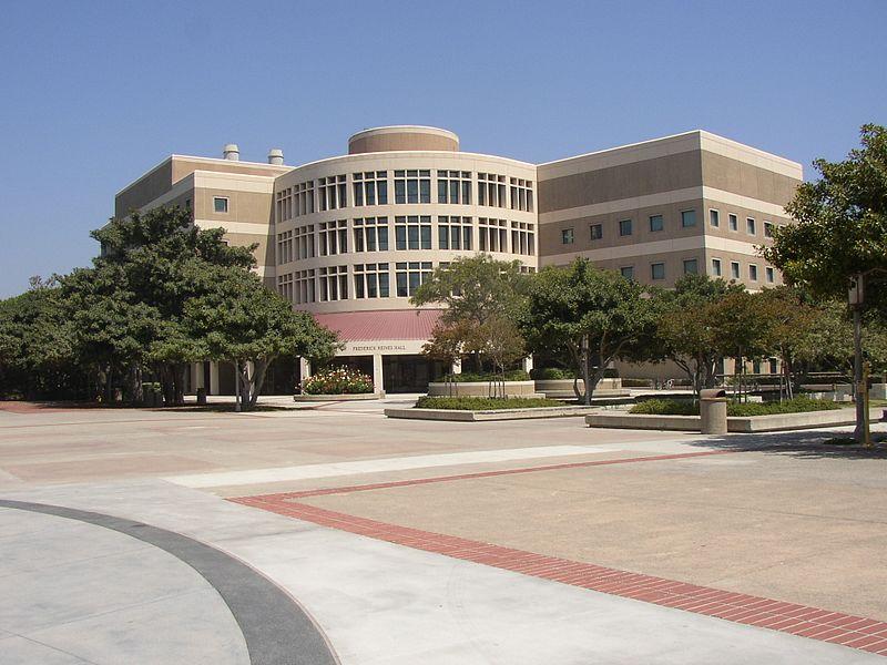 加州大学欧文分校费用?