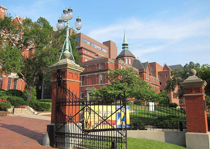 约翰霍普金斯大学(The Johns Hopkins University),简称Hopkins或JHU,成立于1876年,是一所世界顶级的著名私立大学,美国第一所研究型大学,也是北美顶尖大学学术联盟美国大学协会(AAU)的14所创始校之一。2016年美国国家科学基金会连续37年将该校列为全美科研经费开支最高的大学。截止目前,学校的教员与职工共有37人获得过诺贝尔奖(世界第18)。2018USNews世界大学排名第10;2018年英国《泰晤士报》高等教育增刊将其列为世界第13,美国第9。 据立思辰留学3