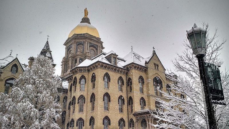 美国圣母大学和北卡罗来纳大学教堂山分校哪个好?