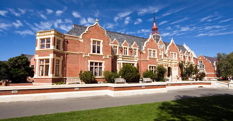 高考后直接入读新西兰林肯大学本科申请条件